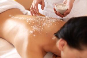 Salt Massage trattamento con pietre di sale